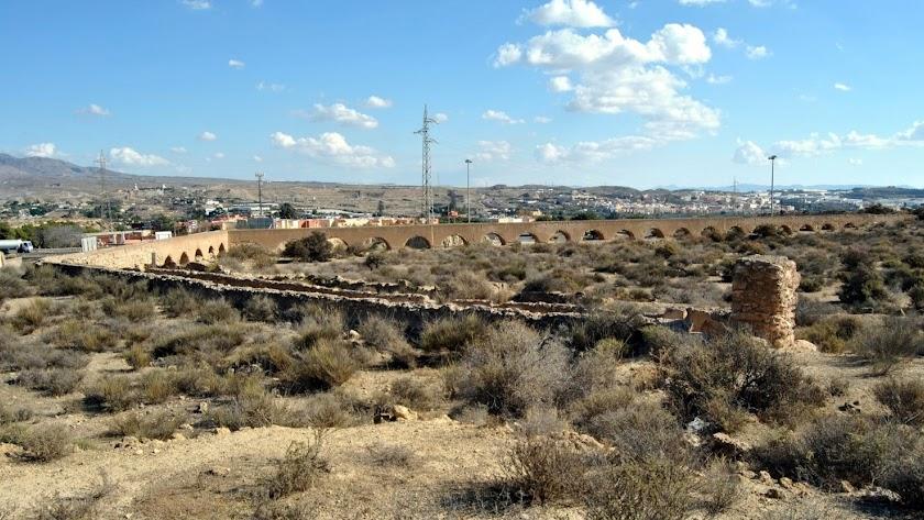 Imagen del acueducto de Las Cumbres, en Huércal de Almería
