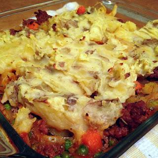 Shepherd's Pie with Garlic Cheddar Mashed Potato Crust
