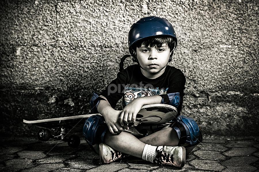 Skatista by Helio Santos - Babies & Children Child Portraits ( skateboarding, child, brazil, helio santos, portrait, photography )