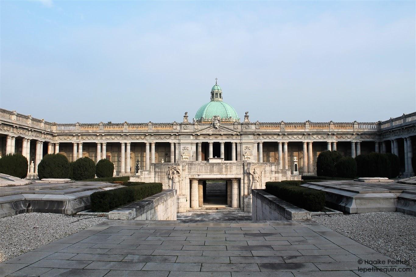 Cimitero monumentale della Certosa (Le petit requin)