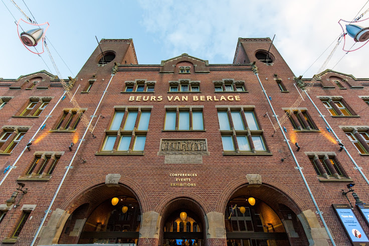 The front of the Beurs Van Berlage commodities exchange.