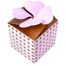 Photo: Caixa especial com abas de corações na abertura.