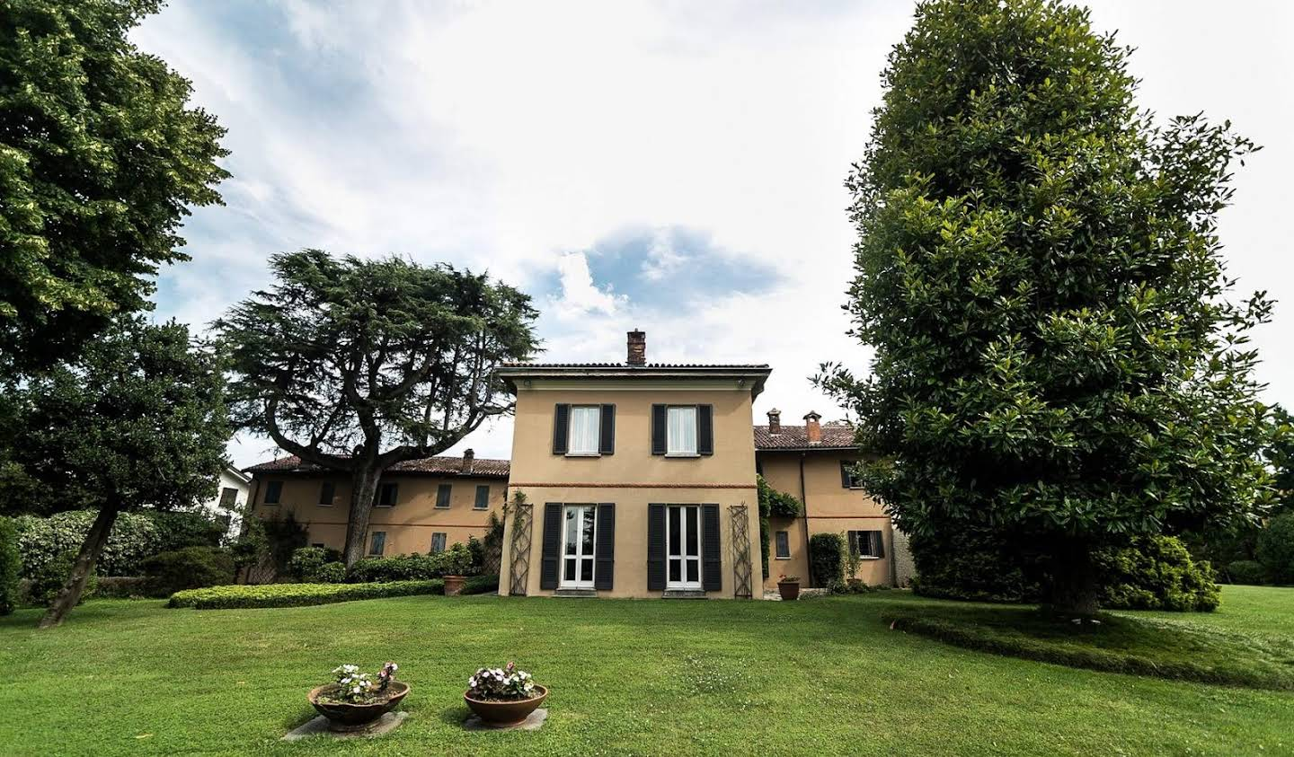 Villa with garden Carimate