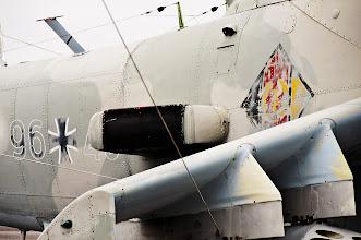 Photo: Stare i nowe oznaczenia na śmigłowcu Mi-24: po lewej znaki Luftwaffe po zjednoczeniu Niemiec, po prawej znak socjalistycznej NRD