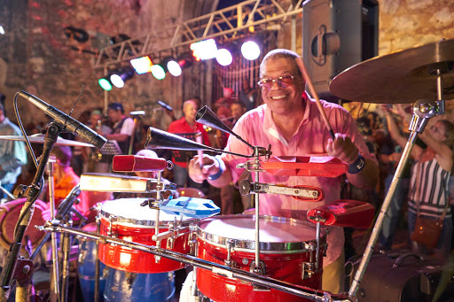 DR-Local-Playing-Drums-2.jpg - Feel the rhythms of the Dominican Republic on a cruise.