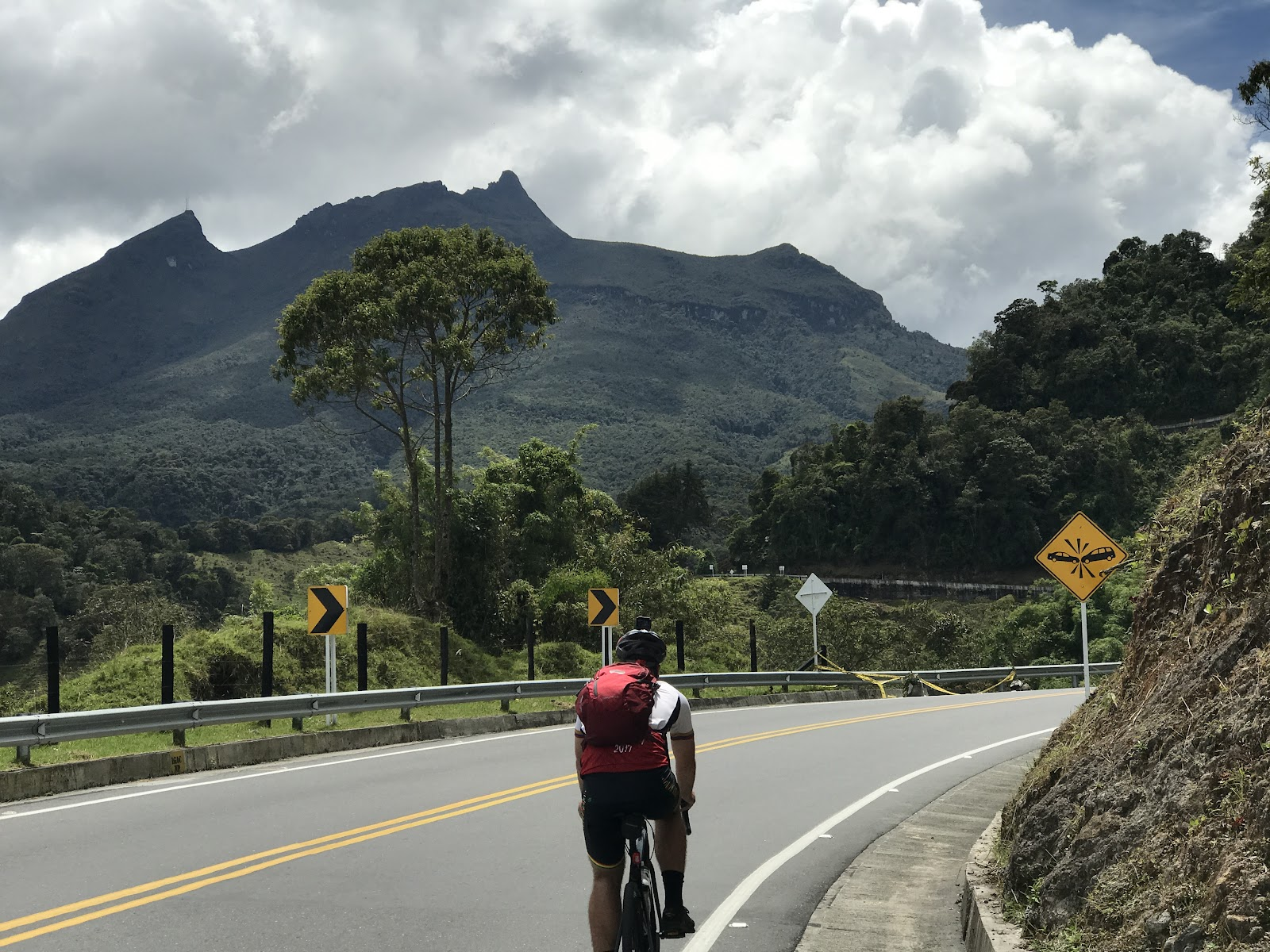 Cycling Mauna Loa - photo of cyclists riding Alto de Letras