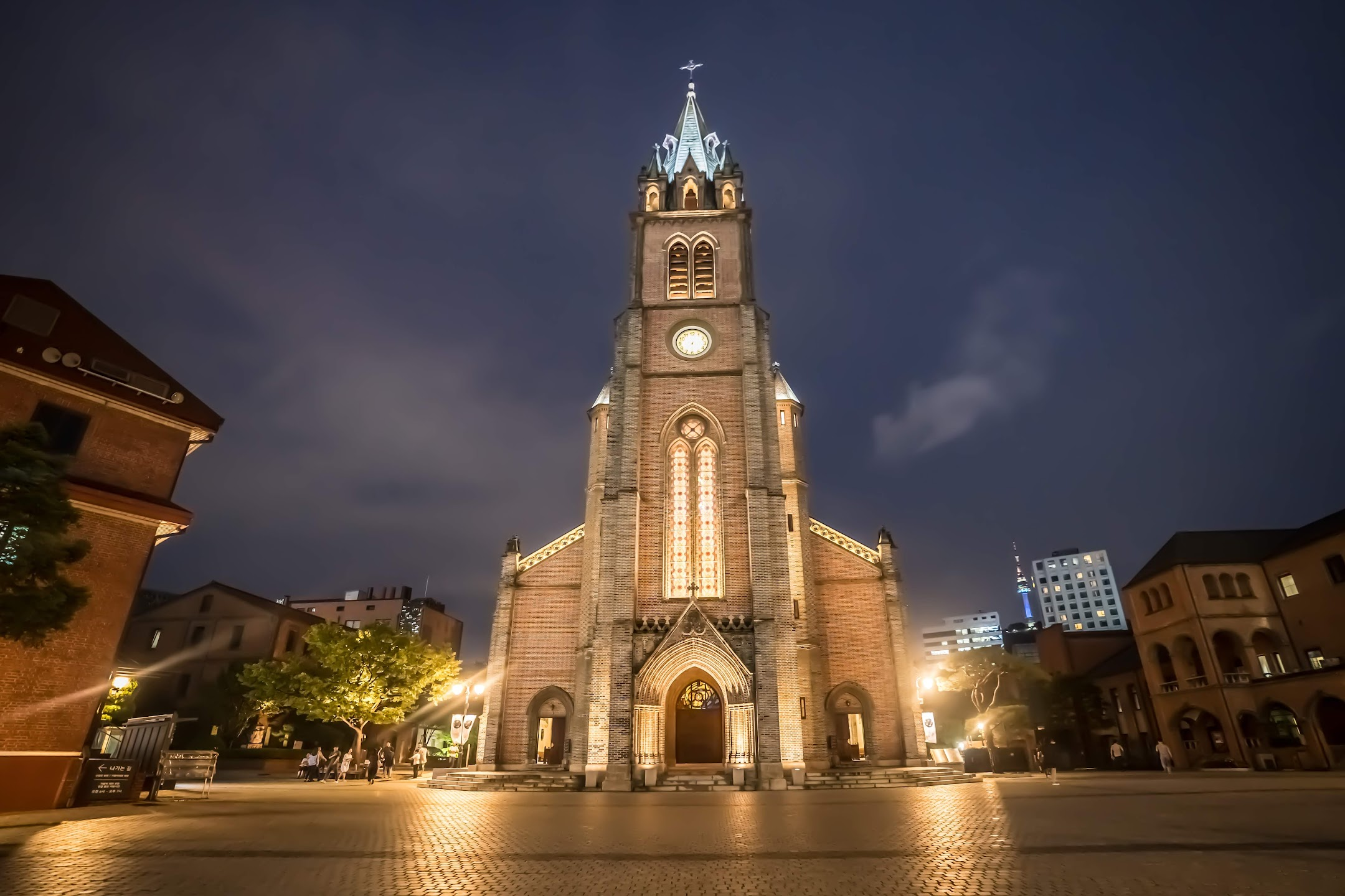 Seoul Myeong-dong Cathedral evening light-up2