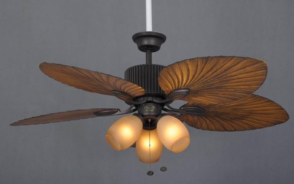 Quạt trần có đèn cánh gỗ giúp không gian căn phòng thêm sang trọng