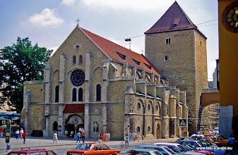 Photo: Regensburg. Ulrichskirche en Romeinse toren.