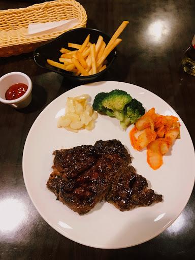 肉質有點乾,不過服務都很好. 有機會還是會再來吃看看別的.