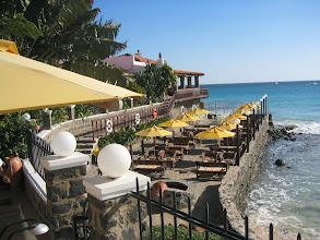 Photo: Hotellin rantaterassiravintola