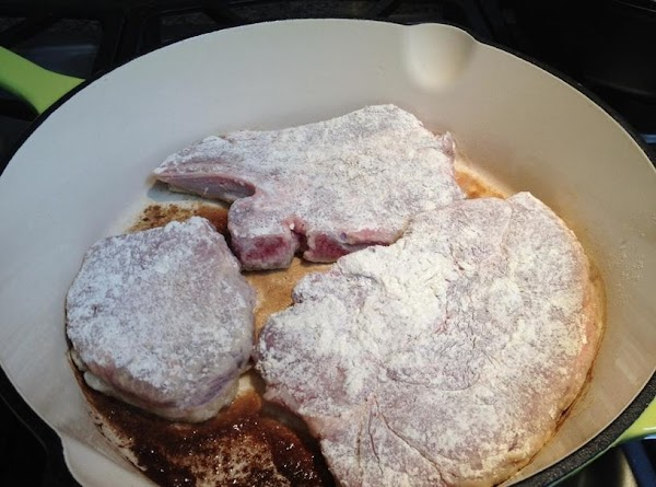 Coat pork chops in mixture of flour, salt, dry mustard, and garlic powder and...