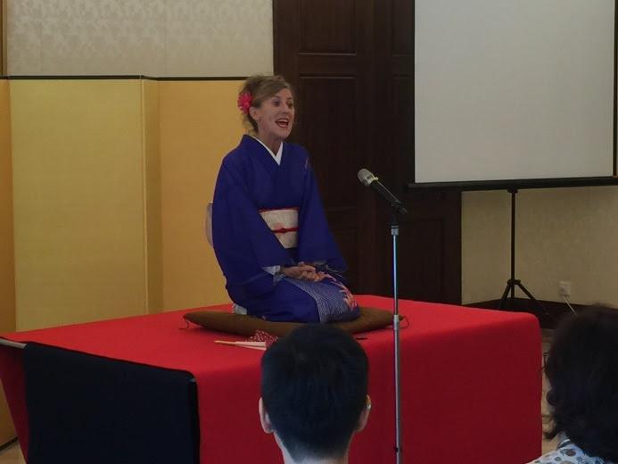 Diane Kichijitsu es una de las personas que ha llevado el Rakugo a lo largo del mundo tanto en ingles como en japones.