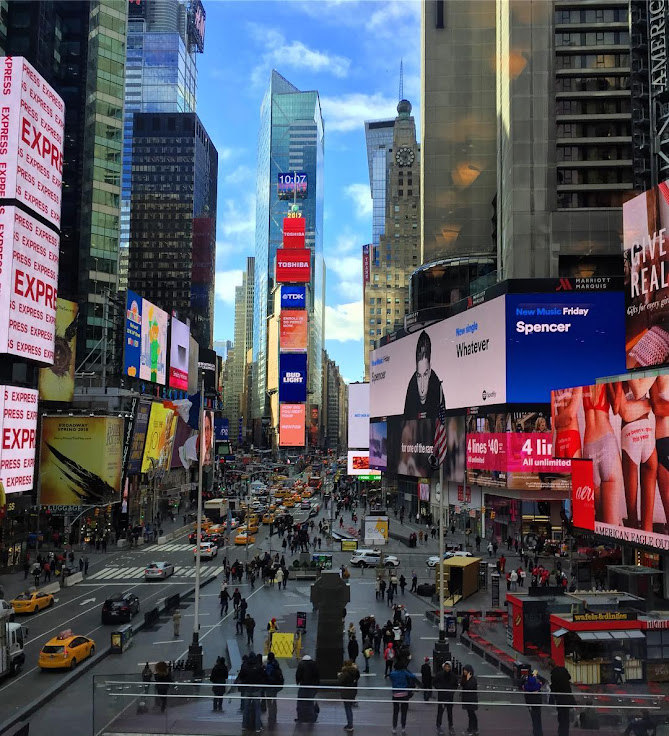 Times Square from the R Lounge. Photo: Leo Aguiar.
