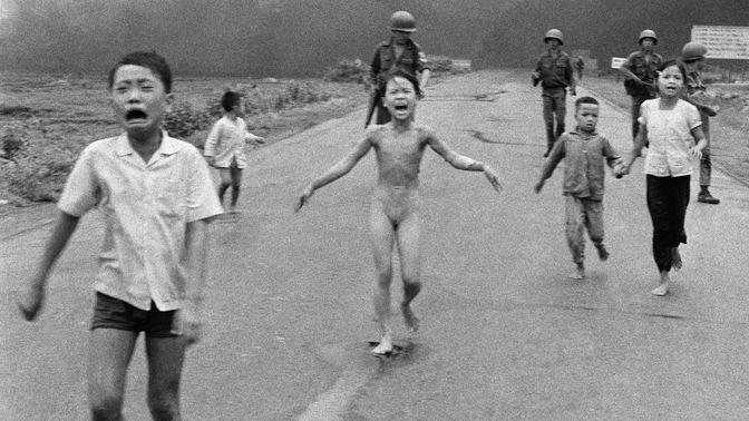 Kinder flüchten vor Napalm-Angriffen im Vietnamkrieg