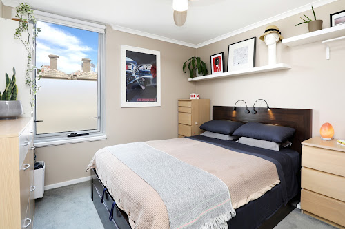 Photo of property at 214/118 Dudley Street, West Melbourne 3003
