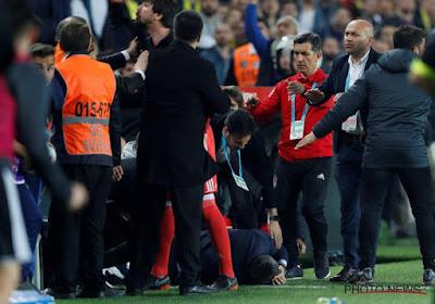 ? Le coach du Besiktas Istanbul transporté à l'hôpital pendant le derby face au Fenerbahce