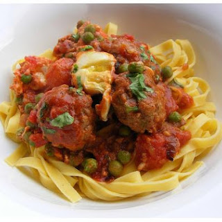 Meatballs With Tomato and Onion Sauce