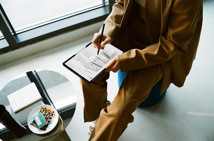 Samsung's Galaxy Tab S7 and S7+, have a range of productivity and connectivity features to help you connect and get more done.