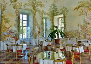 Photo: Kloster Melk: Bergl-Fresken im Gartenpavillon 1  Die Ausmalungen eines der Lieblingsmaler von Kaiserin Maria Theresia zeigen paradiesische Gartenlandschaften. voller exotischer Pflanzen und romantischer Szenerien. Damit war Bergl Begründer der barocken Illusionsmalerei.