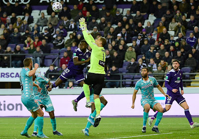 Solide derrière, imprécis devant : Anderlecht bute sur Charleroi