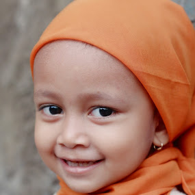 Upi with hijab by Travis Borland - Babies & Children Child Portraits ( child, girl, cute, smile, asian )