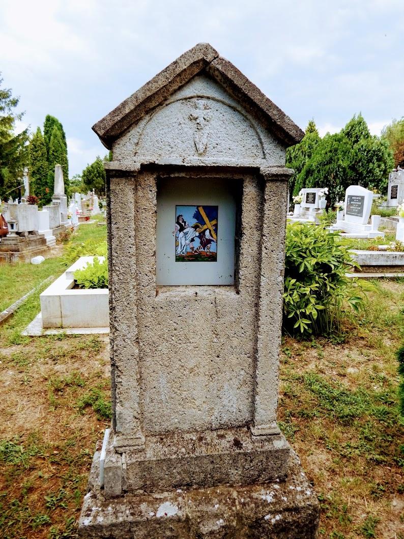 Biatorbágy - Biai keresztút a katolikus temetőben és temetőkápolna
