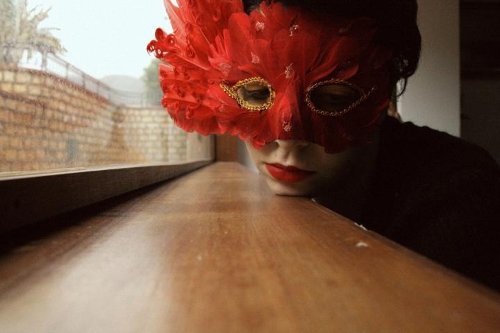 La maschera è un mezzo ambiguo... di NausicaaF