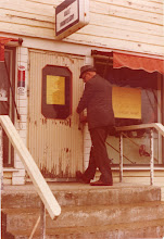 Photo: Kalle sulkee kaupan ovet
