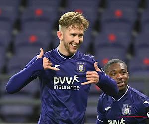 Oppermachtig Anderlecht bezorgt Charleroi 0 op 12 dankzij twee strafschoppen en héél vloeiend spel