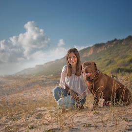 Sara e Cooper by Bruno Seabra - Animals - Dogs Portraits ( labrador retriever, pet photography, best friends, pet, beach, landscape, dog, labrador )
