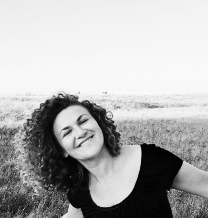 Indossa un sorriso − la taglia è unica di Mihaela Robu