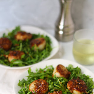 Seared Sea Scallops over Arugula with White Wine Garlic Sauce