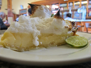 Photo: Uno de los postres. Pai de limón Bar Restaurante Cordano Centro de Lima Mayo - 2014