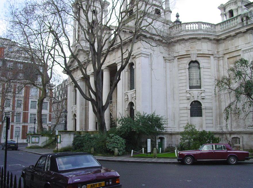 Photo: Smith Square, London (24 December 2002) By David Edgar via Wikimedia Commons (CC BY-SA 3.0) https://commons.wikimedia.org/wiki/File:SmithSquare.jpg  ★画像使用記事 『刑事フォイル』 http://inagara.octsky.net/keiji-foyle