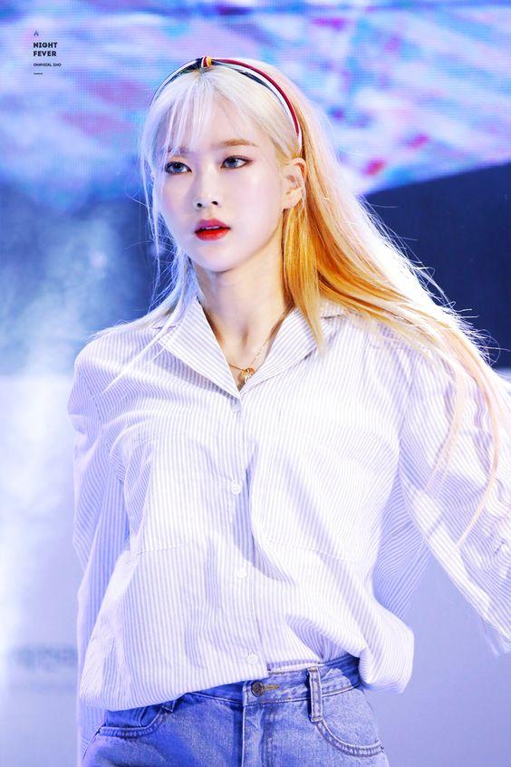 jiho blonde 32