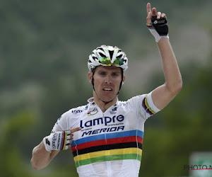 🎥 Belg wordt in extremis gegrepen, ex-wereldkampioen wint allereerste rit in Ronde van Saudi-Arabië