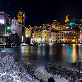 Vernazza by night by Sergio Di - Uncategorized All Uncategorized ( #cinqueterre, #mare, #vernazza, #bynight, #notturno, #liguria )
