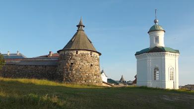 Photo: Корожная башня (Сторожевая) и Константиновская часовня
