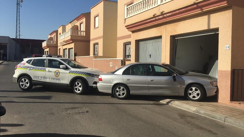 El vehículo se estrelló contra el garaje de un dúplex en Campohermoso