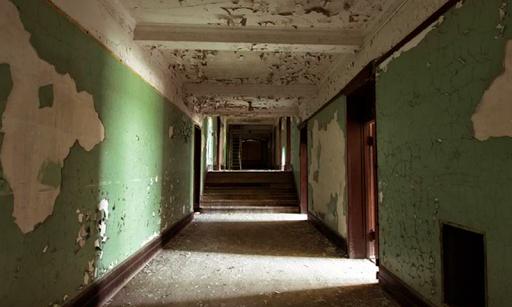 放棄された寮のエスケープ