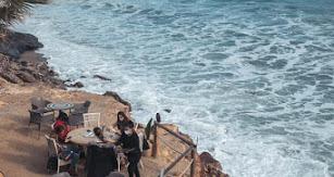 El local está junto al mar, ofreciendo las mejores vistas de la costa de Mojácar.