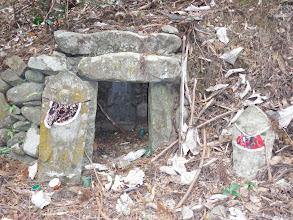入口付近に最後の石仏