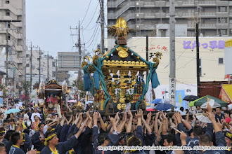 Photo: 【平成26年(2014) 本宮】 祭典本部に到着する頃には夕立もおさまる。神輿もみの後、高々と差す。