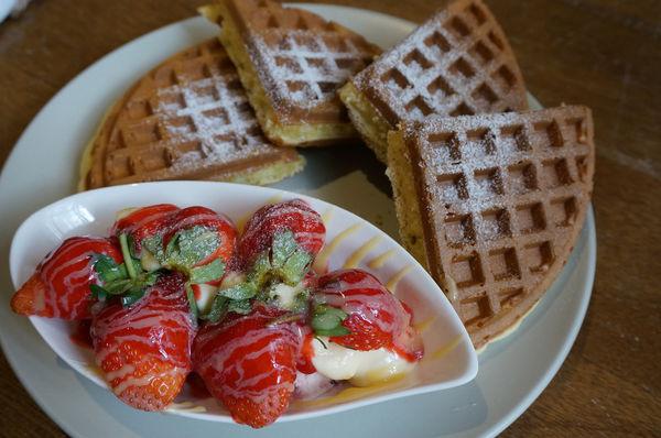 『南島夢遊 咖啡 鬆餅 輕食 旅宿』~冬天就是要狂吃草莓~草莓鬆餅上市囉!
