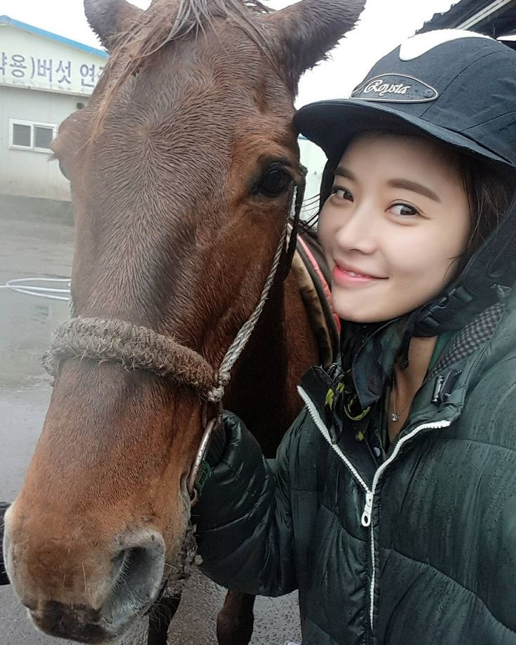 5 Female Idols Who Lost Weight Horseback Riding - Koreaboo