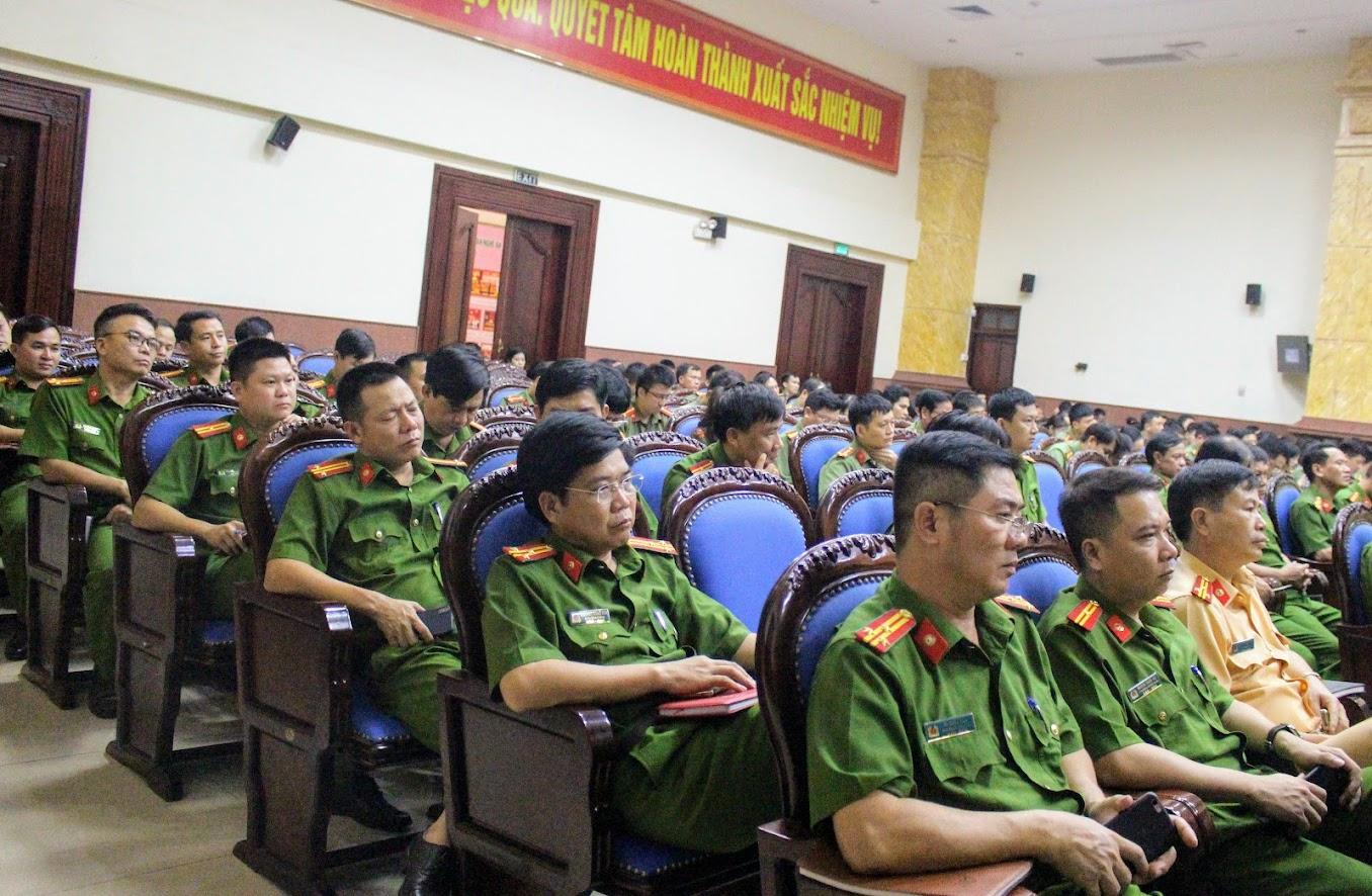 Đông đảo cán bộ, đảng viên tham dự hội nghị quán triệt