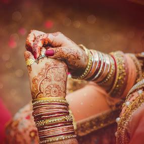 The Ring by Farrukh Saleem - Wedding Getting Ready ( wedding ring, ring, wedding photography, jewellery, female, karachi, bride, wedding details )
