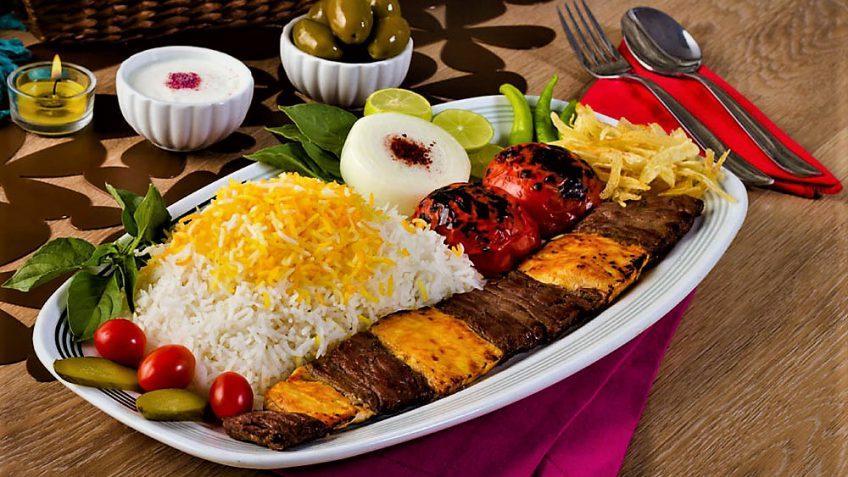 کباب بختیاری خوش طعم با برنج زعفرانی