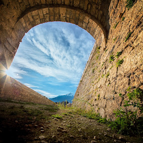 Frame by the old castle by Sergio Savi - Buildings & Architecture Public & Historical